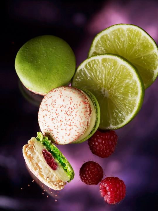 strawberry, green cookies and lemon Jardins Pierre Herme Macarons