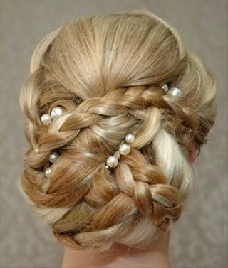 Fem Inspiratie voor jouw huwelijksdag.   www.femweddingshop.nl  www.facebook.com/femweddingshop #trouwjurk #bruidsmode #bruidsschoenen #bruidsaccessoires #bruidskapsel #bruidsmake-up #bruidstaart #bruidsboeket