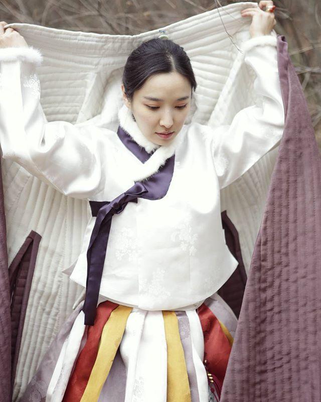 이응해장군묘출토복식 재현 오배자 천연염색 손누비 창의 Yieunghae-janggun-myo-chulto-boksik , Clothing Excavated the Tomb of Yi Eunghae , 李應獬將軍墓出土服飾 20mm 오배자 천연염색 손누비 제작연도 2015 천연염색 색동치마와 장저고리 입니다. 지은이 #김복희 #한복 #hanbok #풍경한복 #천연염색