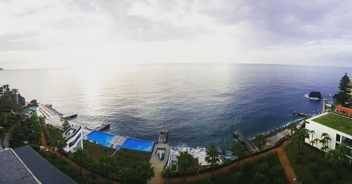 Esperem! Toda a baía tem de caber na foto. // Wait! All bay has to fit into the picture. (@_joaocoelho Comissário de Bordo/Flight Attendant) #crewlife #staralliance #tapportugal #madeira #funchal Hotels-live.com via https://www.instagram.com/p/BD8mXFjpD_v/ #Flickr