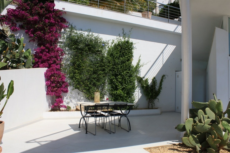 Alfaz del pi, Valencia, Spanje.   Deze spectaculaire moderne villa met zwembad in het binnenland van Valencia is een prachtige lokatie voor een huwelijksfeest met flair!     http://www.vakantiehuizenspanje.nl/9888