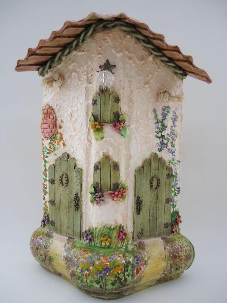 Telha decorada - Cumieira - técnicas: pintura à óleo, modelagem em durepoxi, palitos de sorvete nas portas e janelas, pedras, peças de bijuteria e alça em macrame