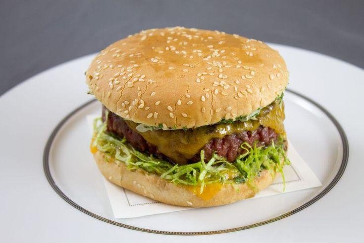 Cheeseburger à l'échalote par Alain Ducasse