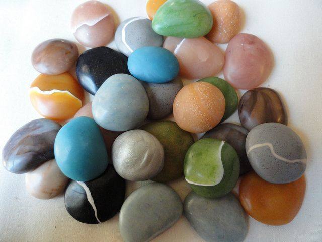 Clay stones and pebbles (by Nora Pero)