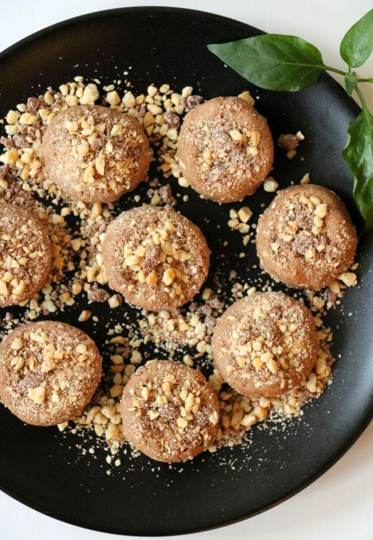 lindastuhaug   Proteinrike peanøttbiter med hint av sjokolade