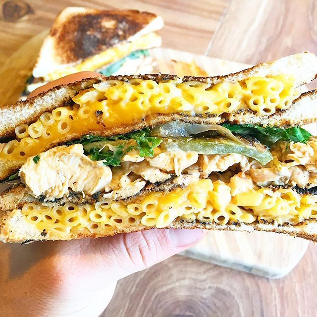 Post workout Mac and cheese grilled cheese queso/buffalo chicken sandwich! Was a trying to multi task and accidentally burnt the bread a tad bit but nonetheless, this was phenomenal. Tossed the chicken is my queso/buffalo sauce and then topped with sautéed peppers/onions/kale   Macros: 724 cals, 104g carbs, 11g fat, 46g protein  FlexibleDietingLifestyle.com  #flexibledietinglifestyle #ifitfitsyourlifestyle