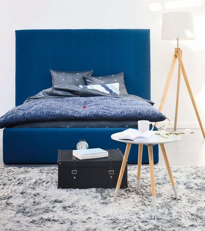 """Tête de lit """"Lynn"""" en hêtre massif, panneaux de particules, panneaux de particules orientés et panneaux de fibres, revêtement en polyuréthane, polyester et coton, L 200 cm x E 10 cm x H 150 cm, 219 euros, Fly."""
