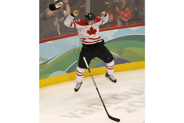 Sidney Crosby celebrates his golden goal (2010)