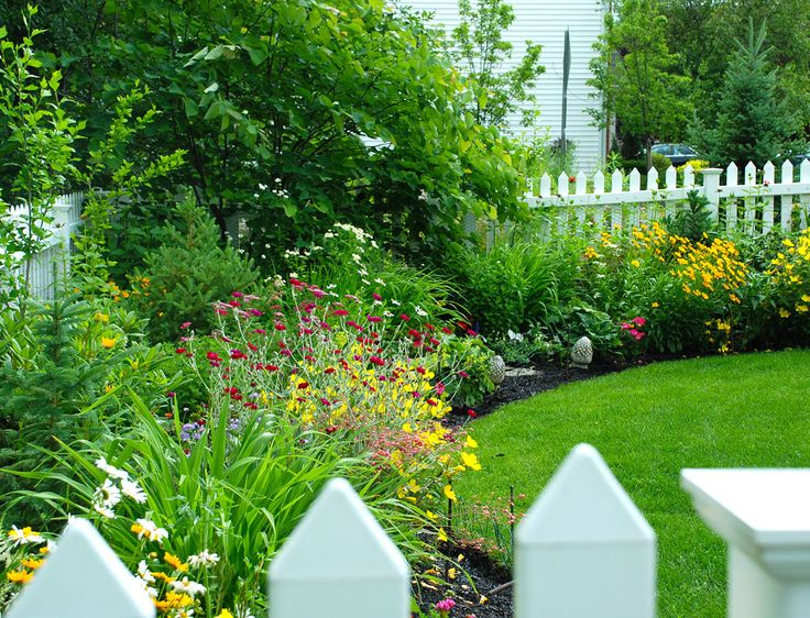 stunning landscape along fence line 18 as inspiration article - Garden Ideas Along Fence Line