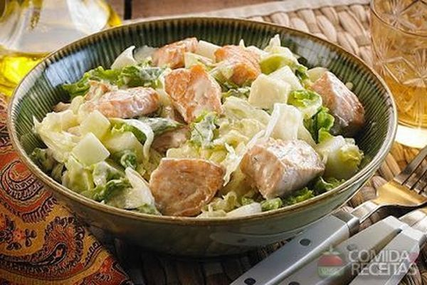 Receita de Salada de salmão com pepino e pera em receitas de saladas, veja essa e outras receitas aqui!