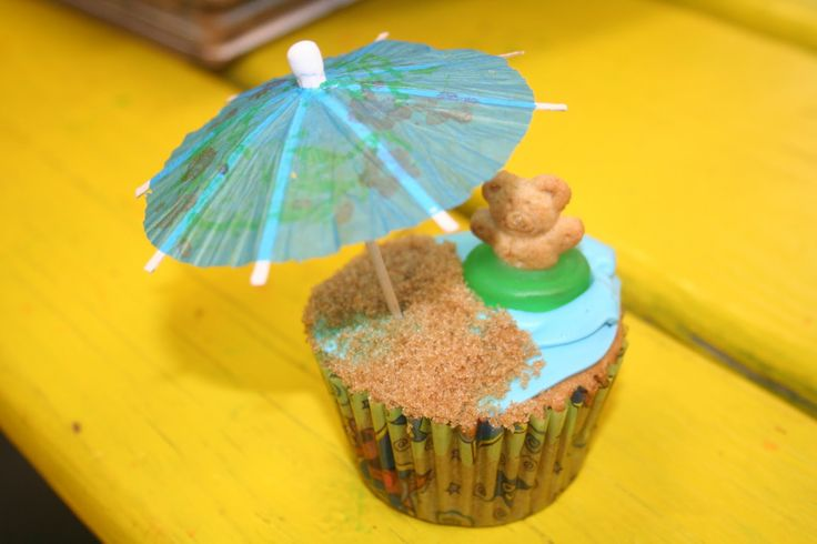 The Fly House: Luau Party Cupcakes