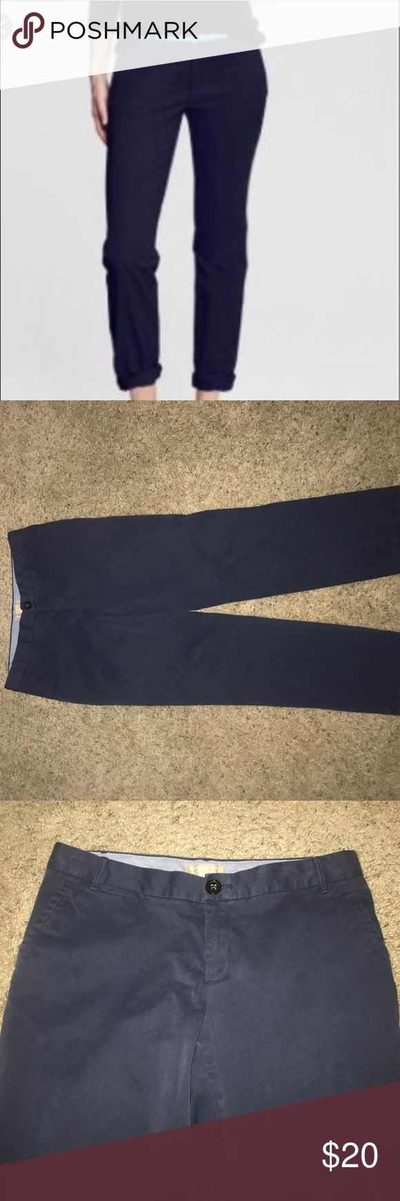 Banana Republic city chino navy blue khakis sz 6 Nice pair of khakis. Banana Republic has wonderful dress pants! They are used color is lightly faded Banana Republic Pants Trousers
