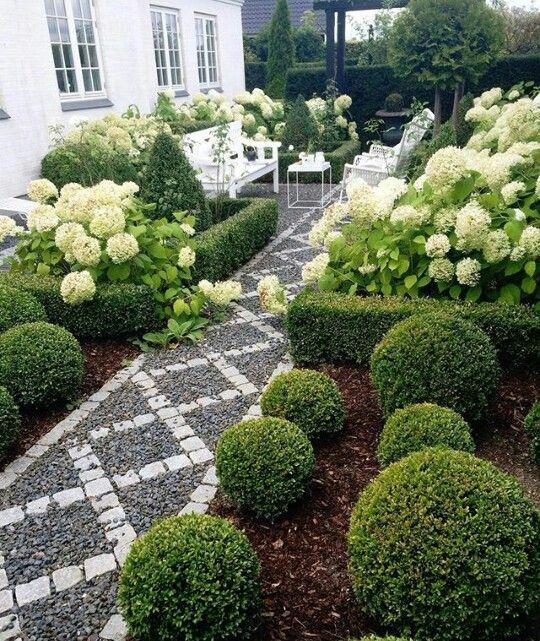 74 besten sch ne vorg rten bilder auf pinterest landschaftsbau vorg rten und garten terrasse. Black Bedroom Furniture Sets. Home Design Ideas