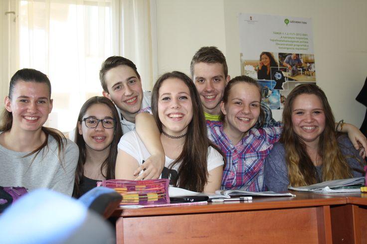 Kis létszámú csoportokban tartjuk képzéseinket.  http://www.oxfordschool.hu/?page_id=24