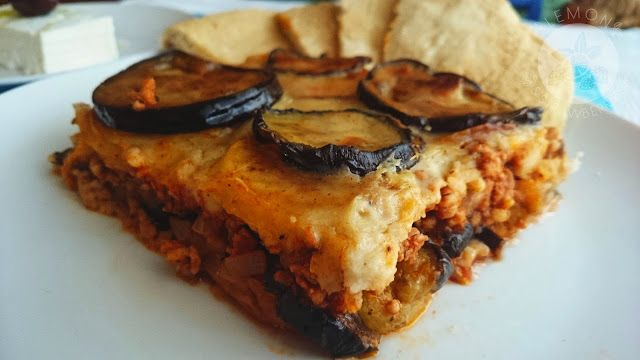 Lemon and Strawberries: Classic Greek moussaka (μουσακάς) with béchamel sa...