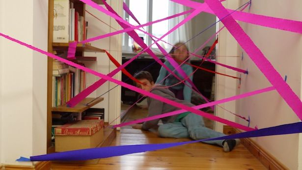 Das coolste Geburtstagsspiel der Welt  Meine Variante: Dicke Wollfäden spannen, an denen kleine Glöckchen befestigt sind. War für die Kinder ein echter Spaß!