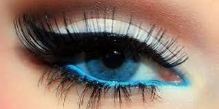 Risultati immagini per occhi azzurri truccati di nero