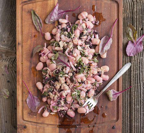 Kombinace tuňáka, fazolí a naložené cibulky skvěle chutná i zasytí; Aleš Otýpka