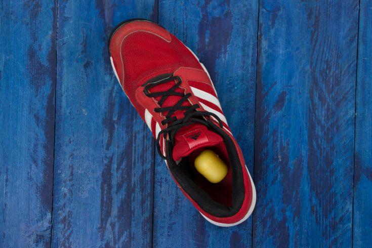 El arma secreta contra los zapatos sudorosos y malolientes se encuentra en el juguete de un niño. Solo tienes que ponerlo dentro del calzado
