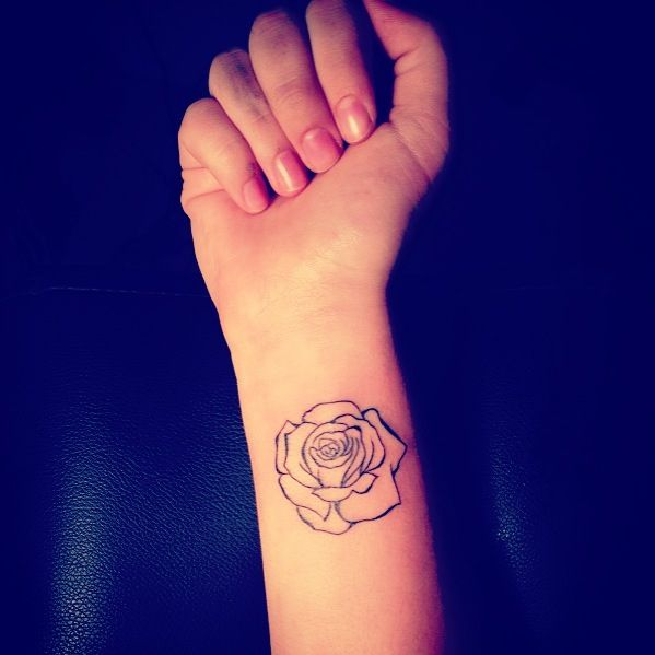 Best 25 rose outline ideas on pinterest simple rose for Small rose tattoo tumblr