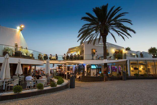 The Praça | Montys Bar Restaurant Vale do Lobo