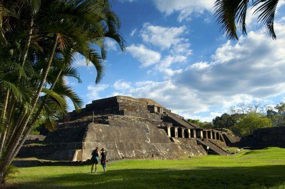 Yo fuí Tazumal  en Chalchuapa, El Salvador. Fue muy grande y impressionate.