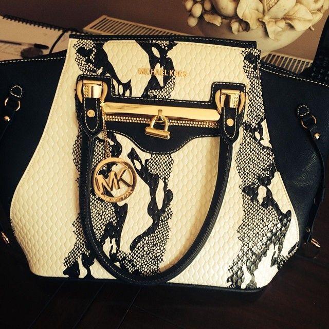 Yo this is a fkn killer purse.