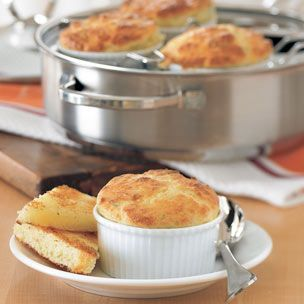 make 1 and a half times the recipe and it works in a 2 and half quart souffle dish