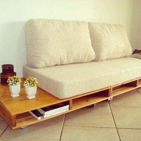 Tá se mudando para um flat ou studio? Olha só esse sofá cama! Ainda com espaço para ser usado como mesa de cabeceira . Show né? Entre em contato conosco e faça seu orçamento! #smartfurniture #moveis #cama #ecodesign #style #casa #apartamento #designinterior