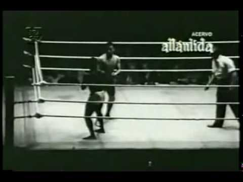 Carlson Gracie vs Waldemar Santana (Classic!) Awesome vintage Vale Tudo match between the legendary master Carlson Gracie and Waldemar Santana. Enjoy!