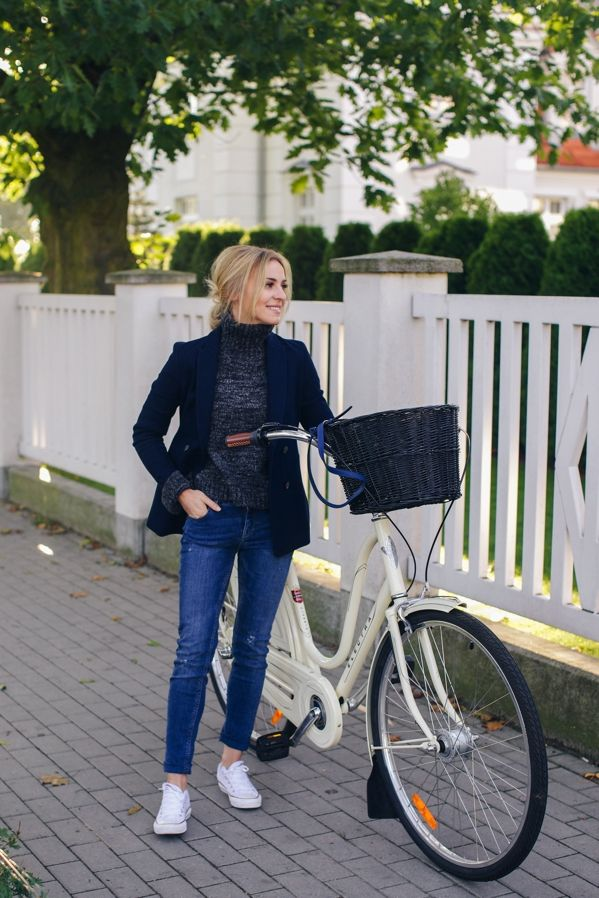 Spring outfit idea // jeans, converses, turtleneck, bike #style #fashion #inspiration