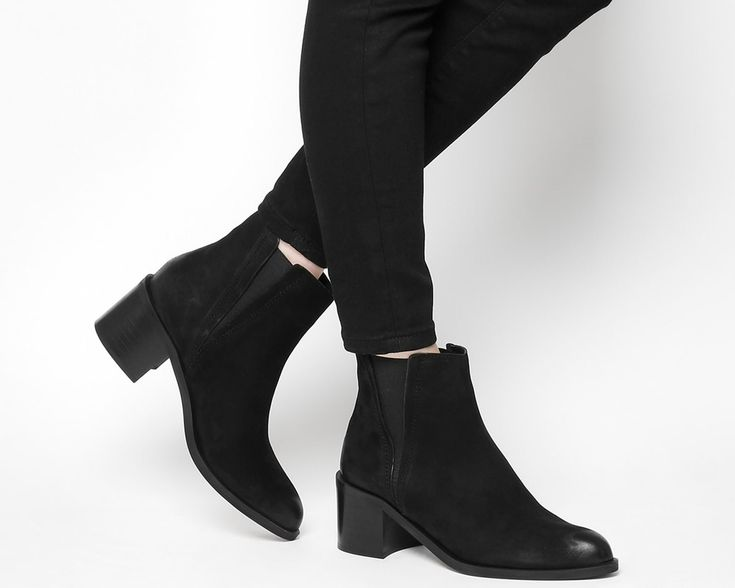 Acton Pointed Chelsea Boots