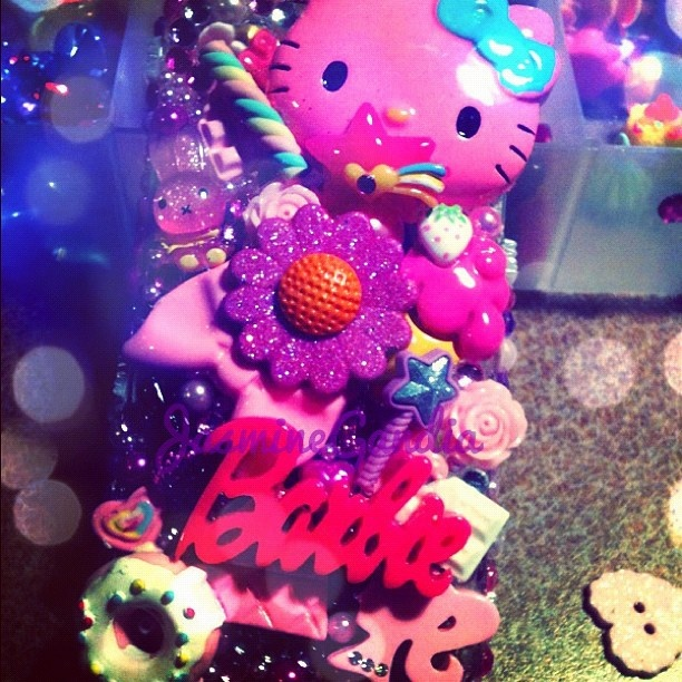 hello!!! enter yourself to win this awesome case!!!! this case is for an iphone 4s just go to FACEBOOK.COM/GLITTERSWEEET  like my page and write a comment to enter yourself into the drawing!!!!