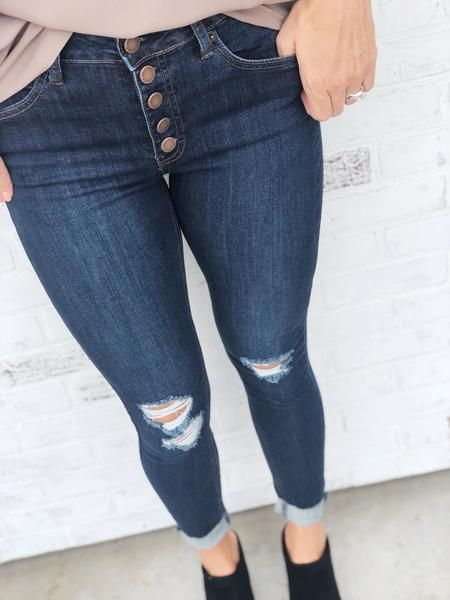 0e088713680 You can never have too many pairs of jeans and these are a must-have! The  high waist