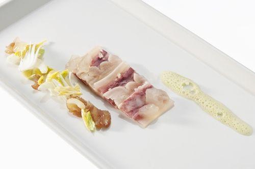 Per l'insalatina In una ciotola condire il per e muss con il succo di limone, il sale e il pepe di mulinello. Per la