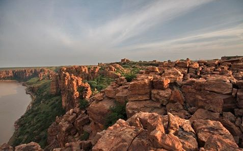 Don't be mistaken by considering it as Great Grand Canyon grin emoticon It's #Gandikota (Andhra Pradesh, India) at the bank of Pennar River.