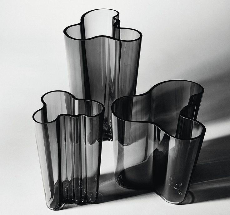 """Graue Eminenz: Alvar Aaltos ikonische Vase """"Savoy"""" in neuer Farbe - [SCHÖNER WOHNEN]"""