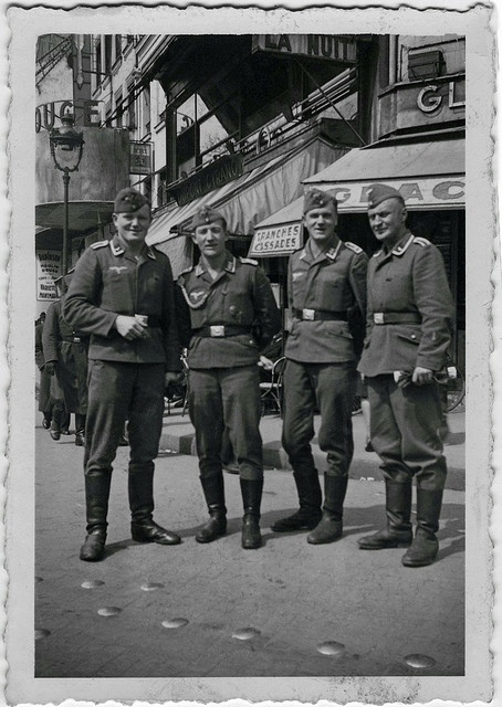 "O To Ww Bing Com25 30: German Soldiers. Picture Shoot Near ""The Moulin Rouge"