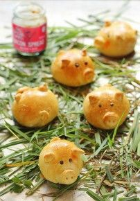 Bacon Jam Piggy Bread Rolls