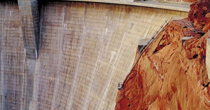 Datos sobre energía hidroelectrica para niños. La energía hidroeléctrica es una fuerza increíble. Limpia (relativamente) y renovable, ésta energía es una fuente importante de energía eléctrica para las personas de todo el mundo. Se produce por el poder y la fuerza del agua obstaculizado por las represas, el desarrollo de la energía hidroeléctrica fue un importante logro científico del mundo ...