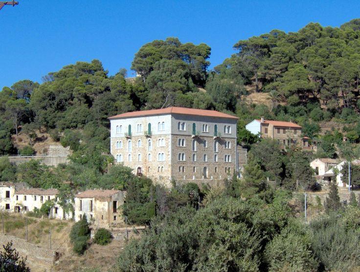 """Il palazzo della direzione delle miniere di Ingurtosu, conosciuto anche con l'appellativo di """"Castello di Ingurtosu"""""""