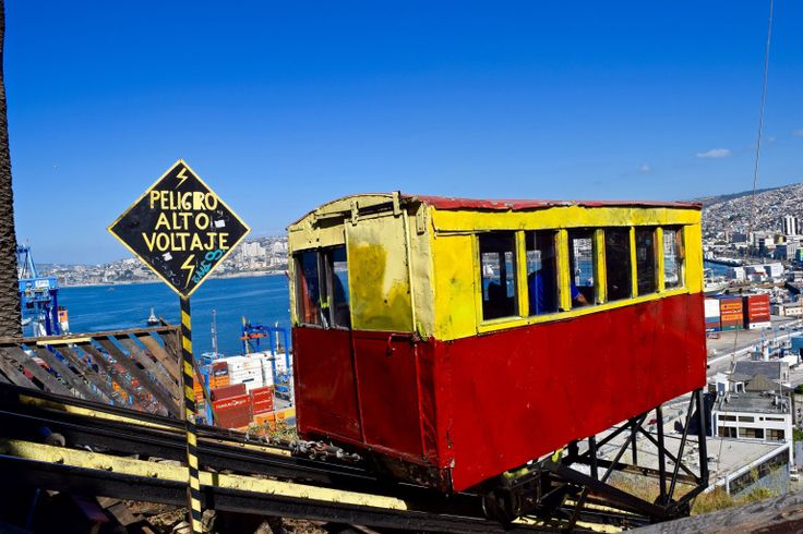 Funicular in Valparaiso (Picture: @wanderlustchloe)