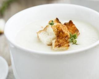 Soupe de salsifis effet bonne mine : http://www.fourchette-et-bikini.fr/recettes/recettes-minceur/soupe-de-salsifis-effet-bonne-mine.html