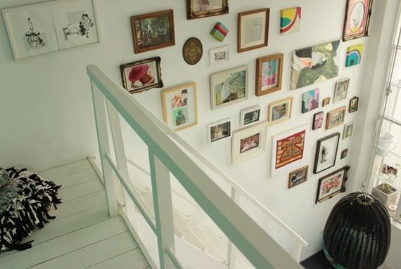 Amo: paredes cheias de quadros ;)  by http://www.dcoracao.com/2012/04/nossas-hermanas.html