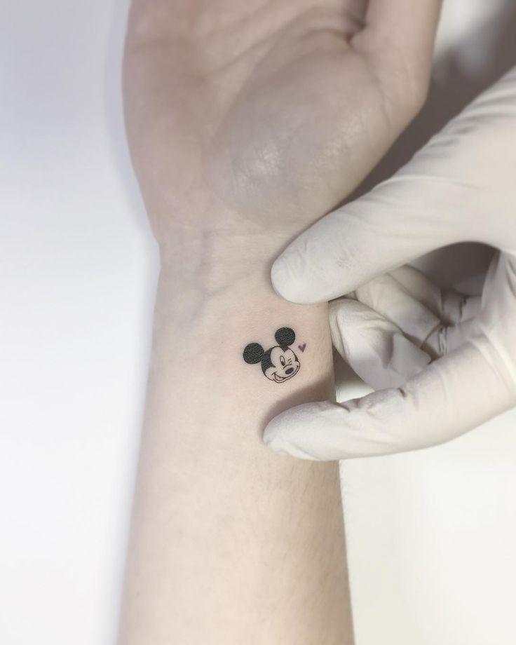 """13.8 mil Me gusta, 68 comentarios – • Playground Tattoo • Playground Tattoo (@ playground_tat2) en Instagram: """"Mickey mouse … .tattoo #tattoos #tattooartist #smalltattoo #design #linetattoo # tattooed …"""""""