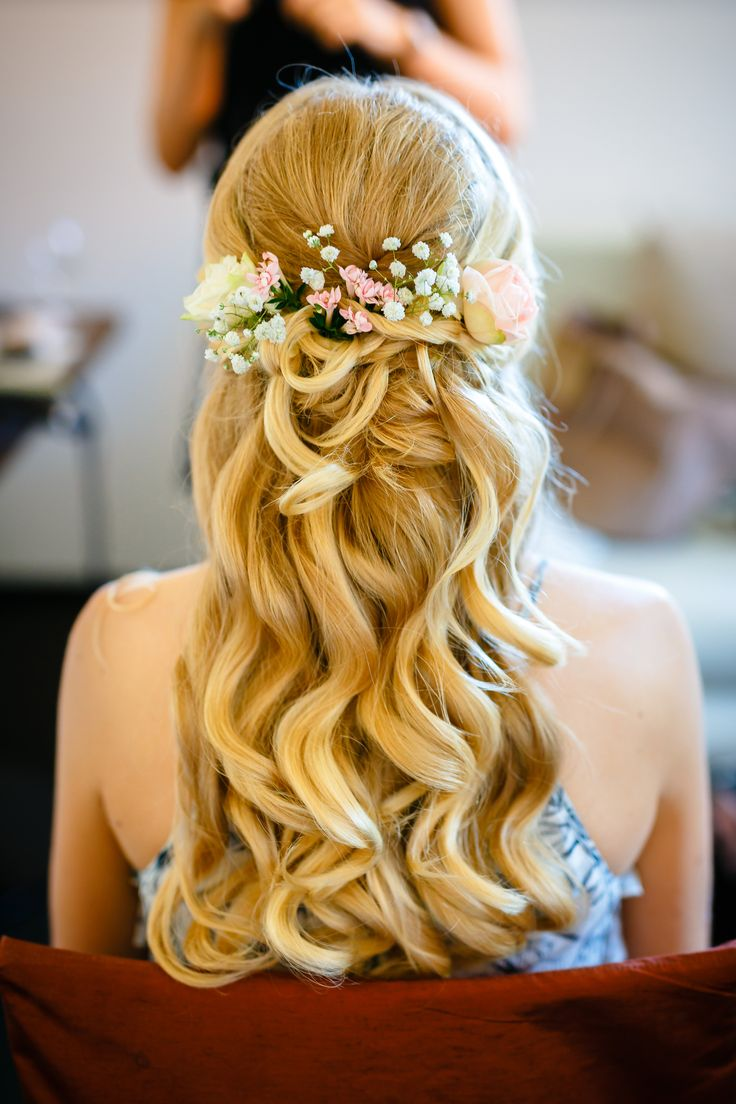 Bridal hairstyle half open with fresh flowers
