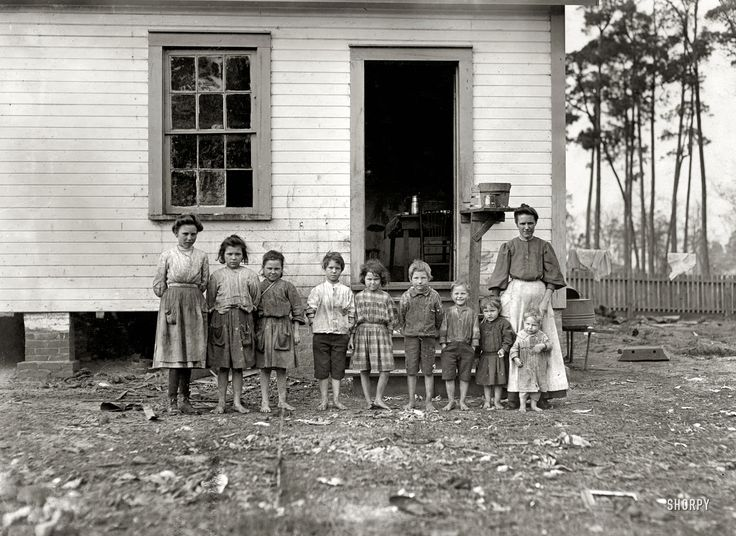 1909, family without father. All the children but the 4 smallest work in the cotton mill. Each child makes 4.50 a week.