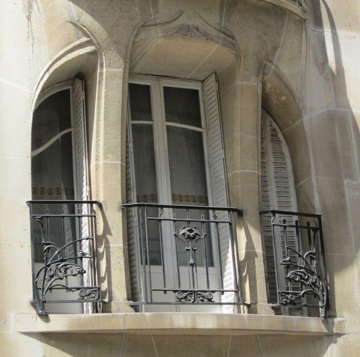 Art Nouveau window with railing - Hector Guimard
