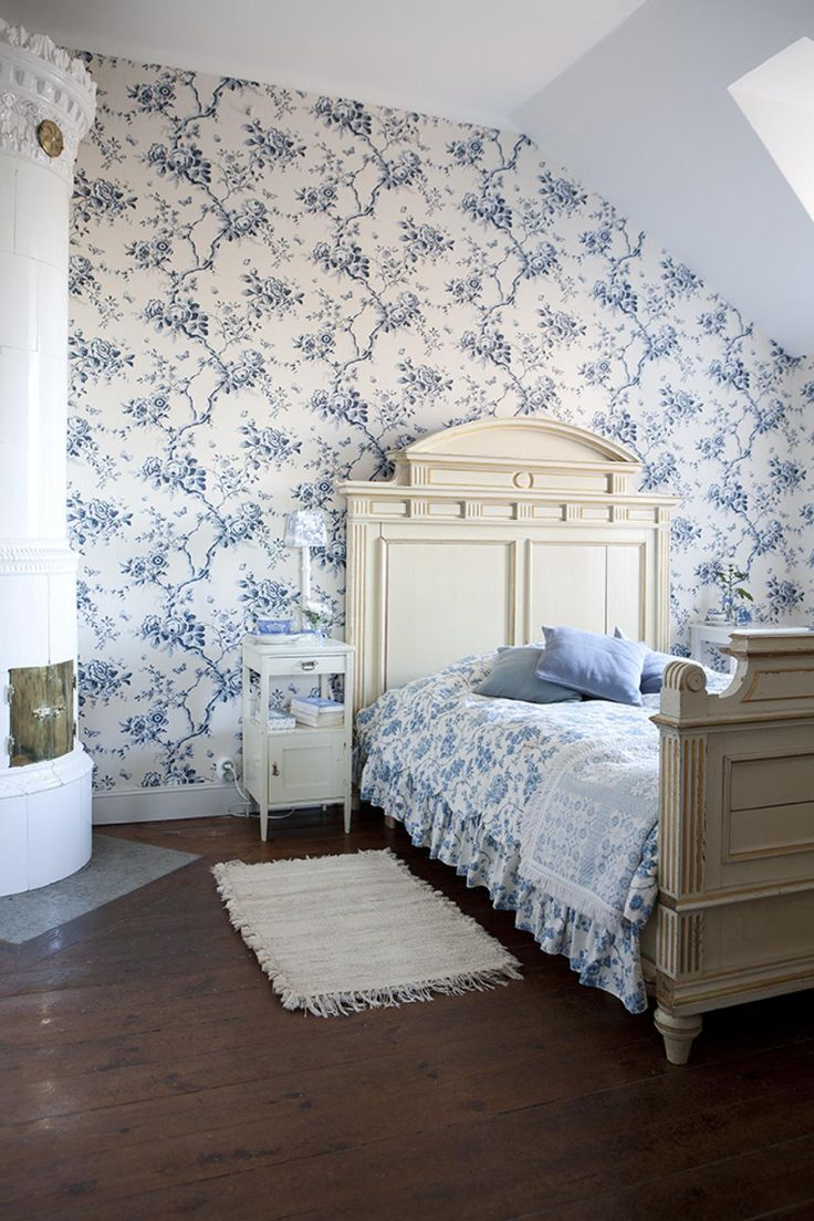 Room with accessories blue floral pattern interior design ideas - Sloping Bedroom Wall With Retro Style Wallpaper Blue Flower Picture Awesome Bedroom Design With Retro Style
