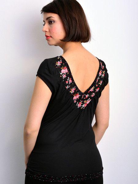 T-Shirts uni Rundhals - Jersey Top schwarz Blumen von STADTKIND - ein Designerstück von stadtkind_potsdam bei DaWanda